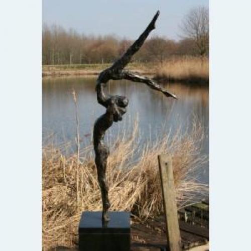 Luxury gifts of Artihove - Gift Freedom in movement - 001109MSB   All garden sculptures - 001109MSB